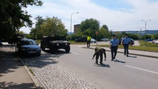 Чешский ветеран поприветствовал американских военных, сняв штаны. ВИДЕО