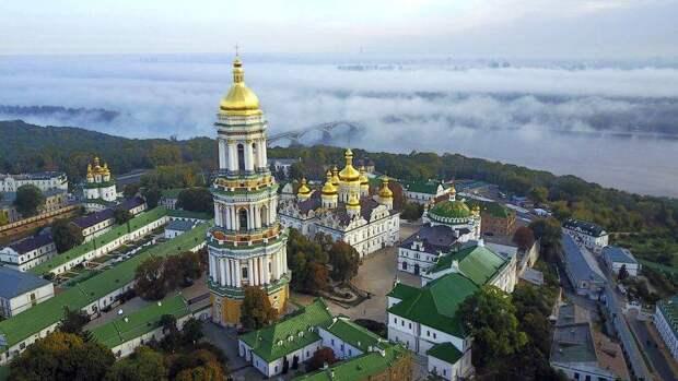 Церковный корабль Украины и бурные волны за бортом