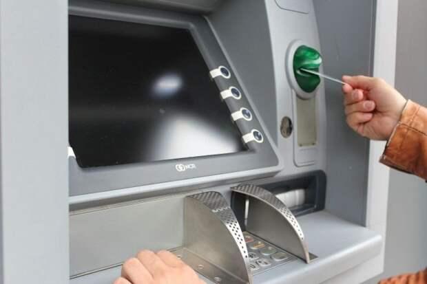 Снимать деньги в банкоматах россияне будут по-новому с 10 января