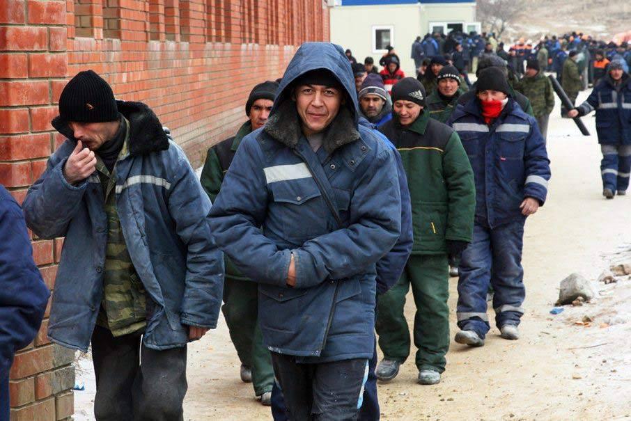 Мигранты из Узбекистана и Таджикистана рвутся обратно в Россию