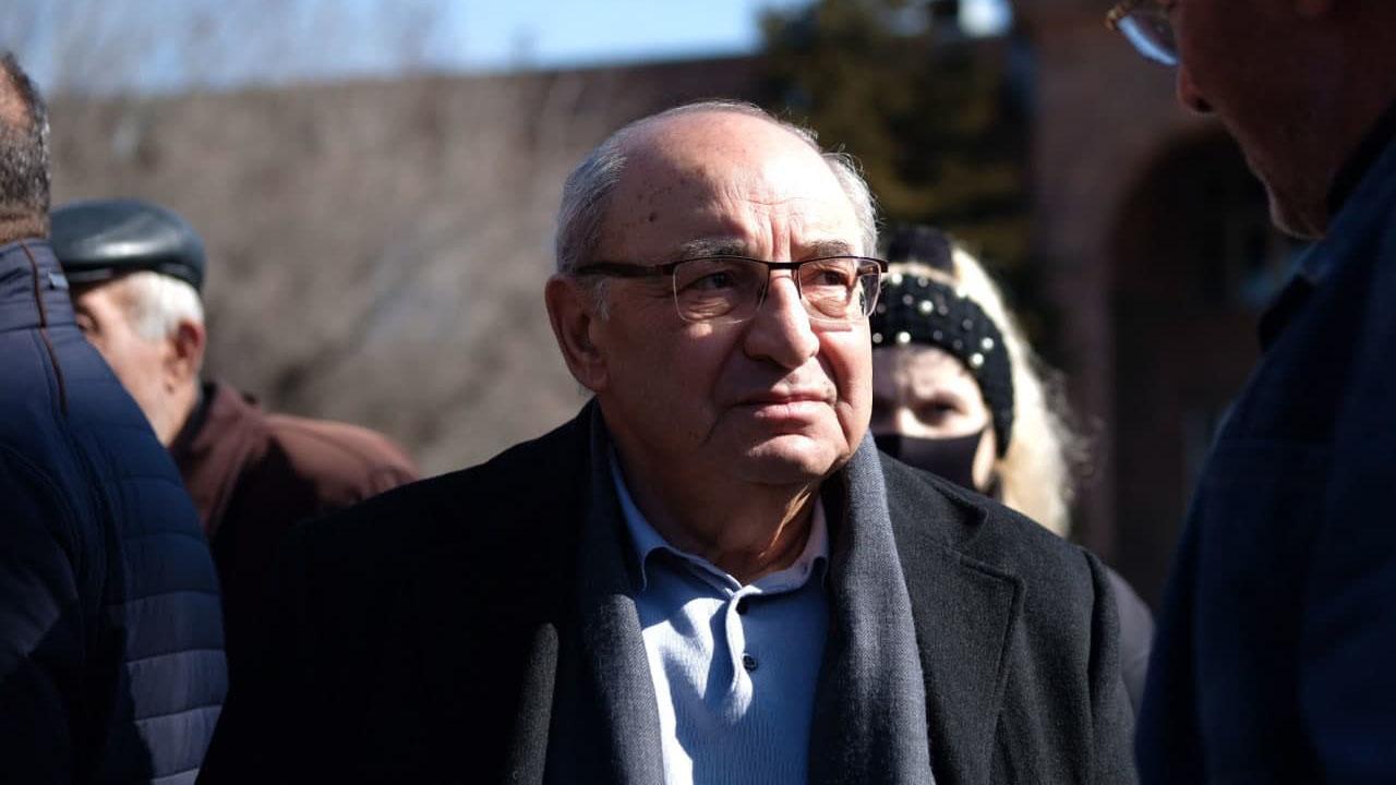 Вазген Манукян на митинге оппозиции