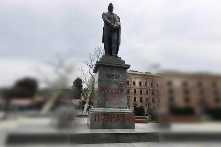Горе не от ума: как в Грузии отреагировали на осквернение памятника Грибоедову