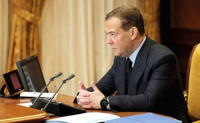 Медведев на долларах объяснил, какой рывок мы совершили за 20 лет