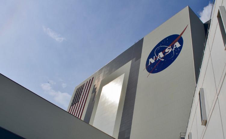 NASA приостановило контракт со SpaceX на сумму $2,9 млрд