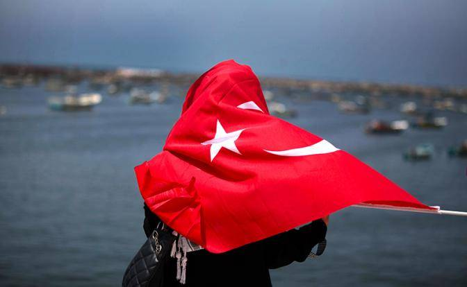 Русские жены турок готовят в Анталии «Крымнаш»