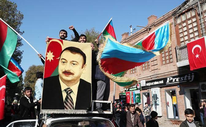 В Баку выбирают между полным отуречиванием и интеграцией с Россией
