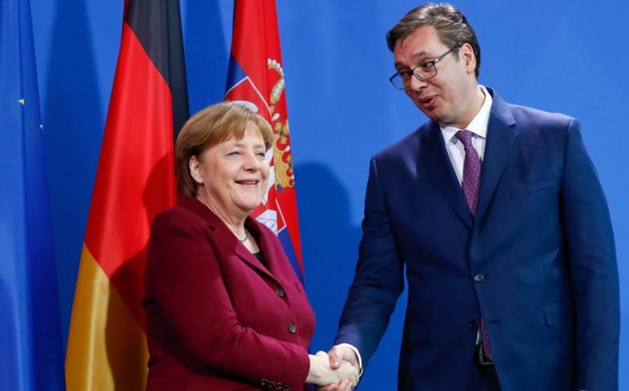 Президент Сербии Вучич прогнулся перед Меркель